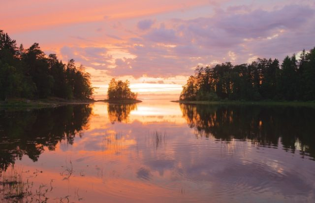 Отдых на Ладожском озере летом и зимой